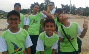 Muhammad Daffa (paling kiri berkaca mata) bersama pelajar Indonesia yang menjadi peserta IMWiC di China. Daffa berhasil meraih medali perak.